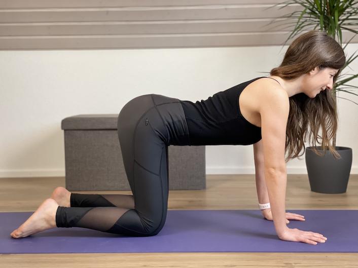 Kuh Yogaübung für den Rücken