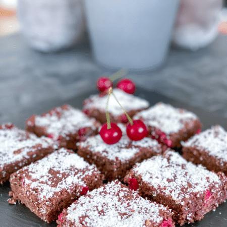 vegane Brownies mit Sauerkirschen